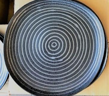 Assiette plate noire Exuberant